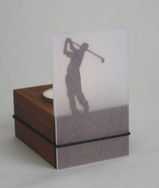 Schattenspiel Golfer abschlagend